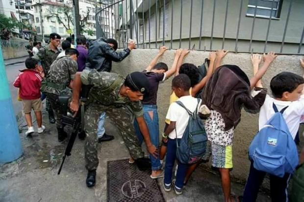 Abaixo a intervenção militar de Temer no Rio deJaneiro!