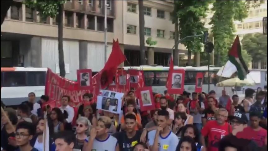 NO RIO DE JANEIRO, ESTUDANTES REALIZAM UM COMBATIVO ATO NO28/03