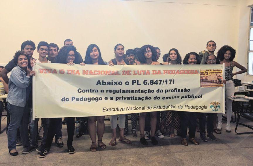 28/3 na UFPE: Barrar a falsa-regulamentação da profissão dopedagogo!