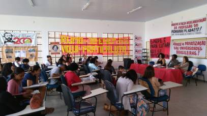 Mesa sobre a autonomia e democracia universitárias e a falsa regulamentação da profissão do pedagogo