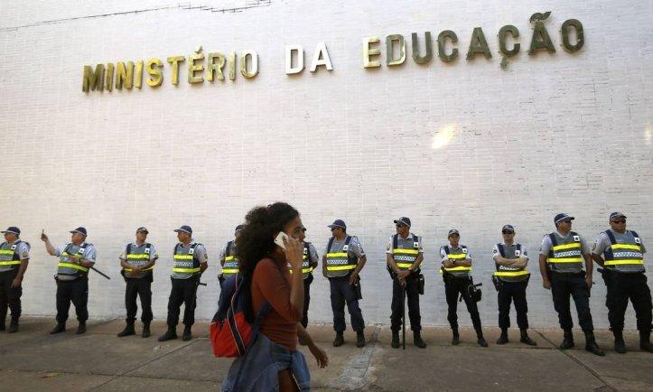 x82936719_BSBBrasiliaBrasil30-05-2019Marcha-dos-estudantes-na-Esplanada-dos-Ministerios-c.jpg.pagespeed.ic.5-9lPnVjkt